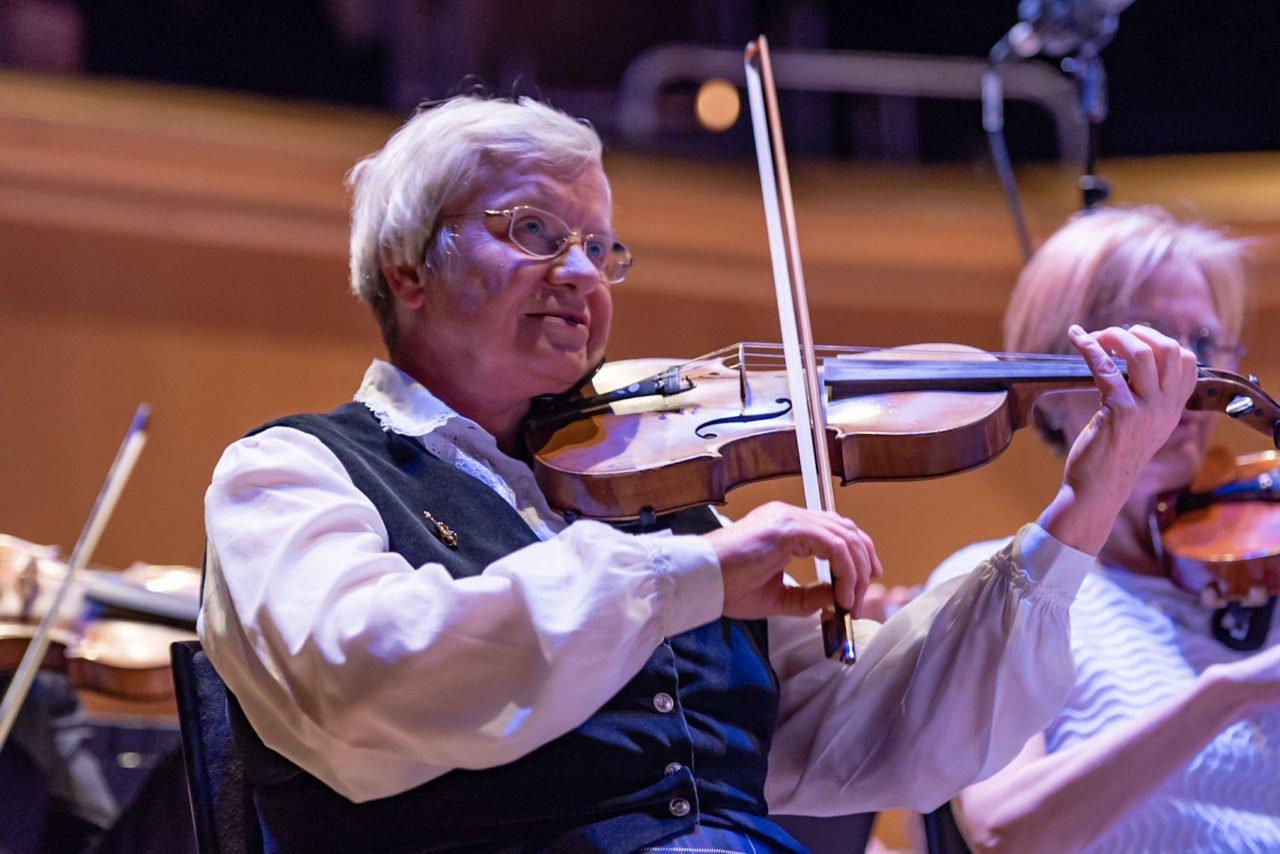 Yla-Steven-Scottish-Fiddle-Orchestra-Leader